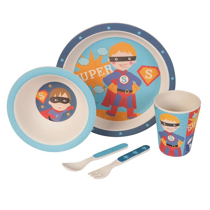 Unser Bambus Geschirrset mit niedlichem Superhelden Motiv zaubert jedem Kind ein Lächeln ins Gesicht. Das farbenfrohe und kindgerechte Design verwandelt jedes Essen in ein Abenteuer. Dank seiner ergonomischen Form und seiner guten Haptik ist es wunderbar für kleine Kinderhände geeignet. Das Set besteht aus 5 Teilen und beinhaltet einen Teller, eine Schale, einen Becher sowie eine Gabel und einen Löffel. Das Geschirr ist lebensmittelecht, frei von BPA und kann bei Bedarf sogar in die…
