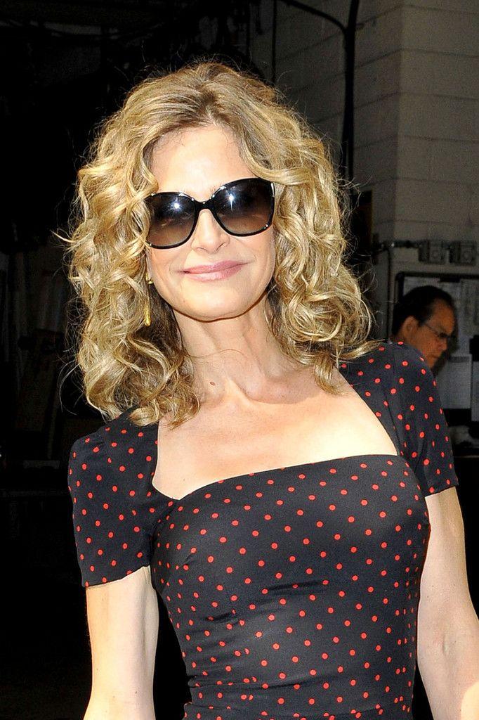 Kyra Sedgwick Medium Curls - Medium Curls Lookbook - StyleBistro