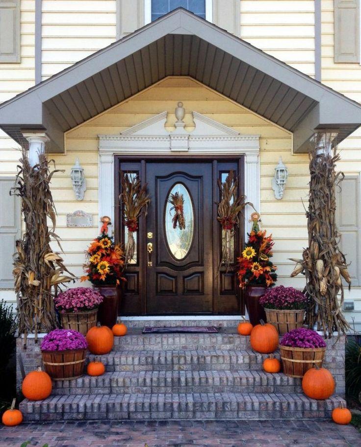 Die Terrasse Und Eingangstür Herbstlich Dekorieren