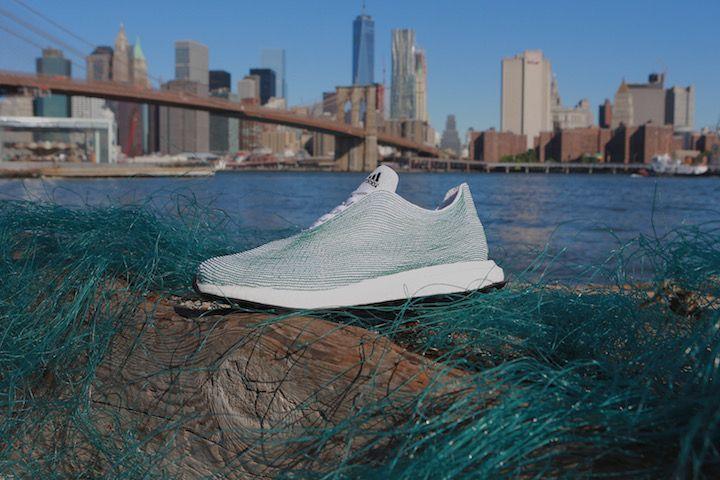 Zum Klimaschutz gehört das Recycling von Abfällen mit dazu, dies bedeutet aber nicht den Konsum zu unterbieten: adidas feierte gestern im UN-Hauptquartier seine vor Kurzem bekannt gegebene Partnerschaft mit Parley for the Oceans und präsentierte ein innovatives Schuhkonzept, das im Rahmen dieser Partnerschaft entwickelt wurde. Ein Schuh, dessen Obermaterial vollständig aus recycelten Plastikabfällen und Netzen... Weiterlesen…