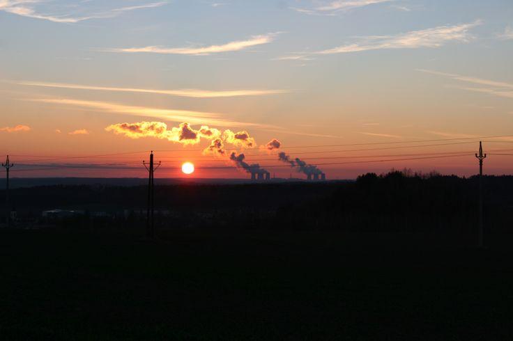 jaderná elektrárna Dukovany při západu slunce