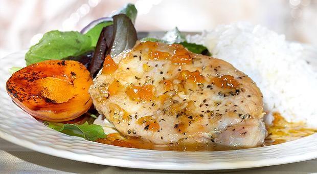 Pollo in salsa di albicocche - http://www.vividanone.it/ricetta-dettaglio/-/ricetta/sfiziose/pollo-in-salsa-di-albicocche