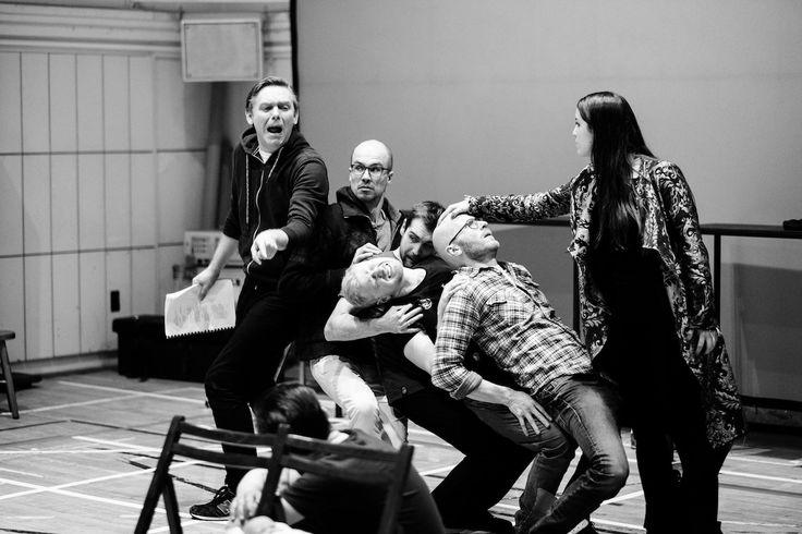 Teatr Narodowy kończy dość przeciętny sezon nieprzeciętną inscenizacją Szekspira. Marcin Hycnar wyreżyserował na dużej scenie Opowieść zimową, i jest to spektakl tyleż udany, co i zaskakujący. http://exumag.com/majowa-opowiesc-zimowa/