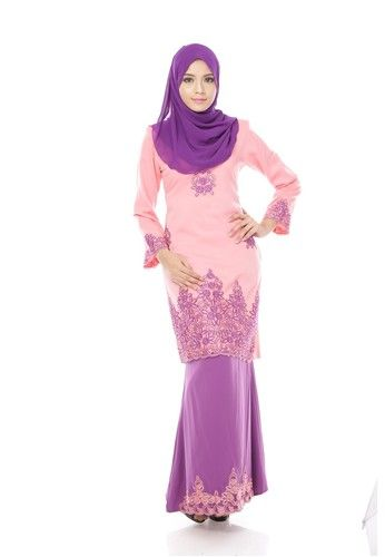 Maribeli Butik Jasmine Kurung - Pink (baby Pink Purple) from Maribeli Butik in Pink and Purple Jasmine Modern Kurung is the latest collections from MARIBELI BUTIK made of a very high quality, comfortable to wear, and very nice cotton material.- Perfect tailor made.- High quality cotton- Latest design- Suitable for all oc...