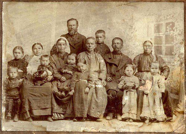 Семья крестьянина Василия Попкова. 1907