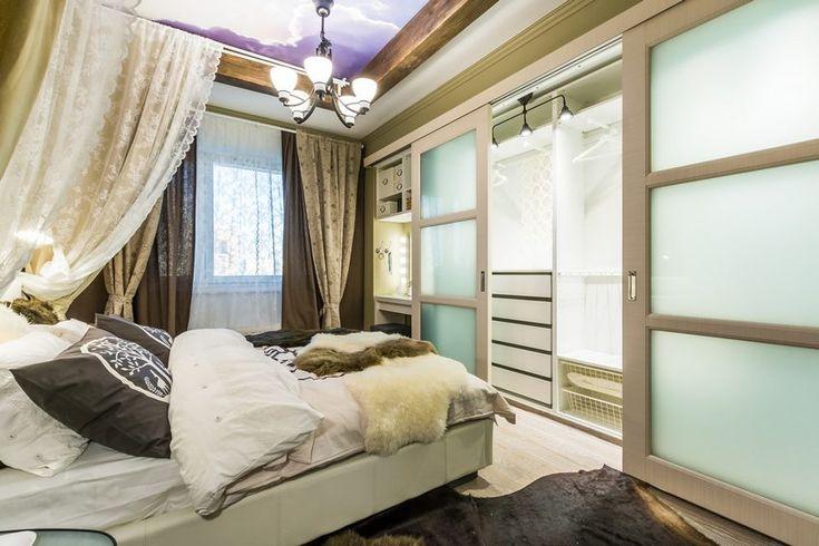 Lakótelepi lakás 17m2-es régi lányszobájának átalakítása meleg hálószobává egy faház stílusában