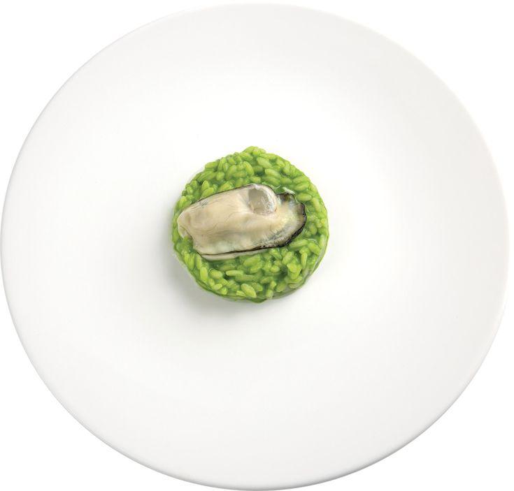 """""""Risotto verde al cardamomo e ostrica"""" dello chef Nikita Sergeev del Ristorante L'Arcade di Porto San Giorgio (FM) #lamadia #lamadiatravelfood #food"""