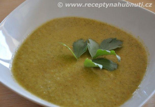 Recept na lahodnou brokolicovou polévku  Na olivovém oleji orestujeme cibuli  Přidáme lžíci ghí a nakrájenou mrkev. Až začne mrkev lehce zlátnout přidáme nakrájený česnek na plátky a chvilku orestujeme. Musí se lehce zabarvit, aby nebyl cítit česnekem. Ale nesmí se připálit, jinak by polévka zhořkla.  Zalejeme ihned domácím silným vývarem a přidáme brokolici. Nakonec doplníme vodou tak, aby brokolice nebyla celá ponořená. Jinak by byla polévka řídká.  Vaříme do změknutí a pak polévku…
