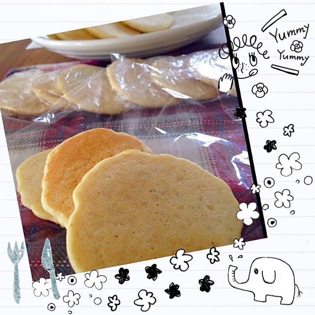 米粉  4 ホワイトソルガム 3 ひよこ豆粉 2 とうもろこし粉 2  甜菜糖を水でといて、 炊いた きび・あわを合わせて、 焼きました♪ 甘味料にビタミンたっぷりドリンクも加えて、ちょっぴり柑橘系の香り☆ - 16件のもぐもぐ - アレっ子 しっとりもちもち プチパンケーキ by MaO73