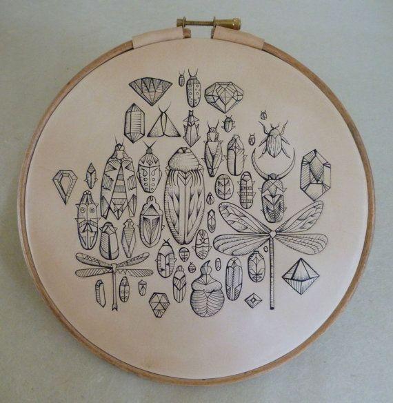 Joyaux de l'art du Bugs.Tattooed en cuir. par PuncturedArtefact
