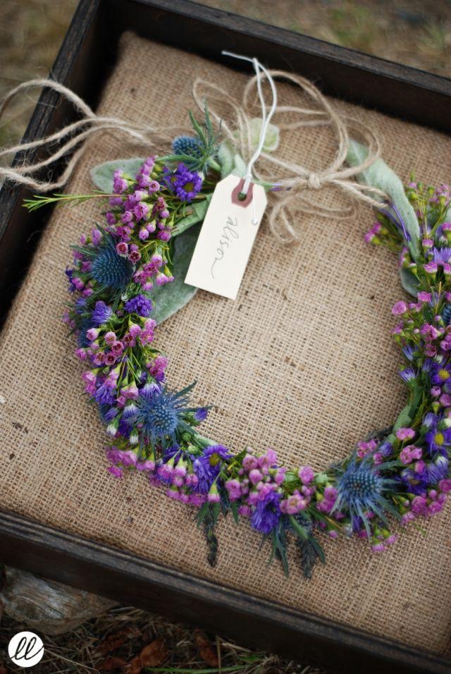 Blumenkranz mit lila Blüten für die Haare