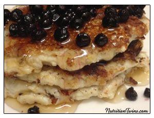 Pancakes de Banana con Arandanos Categoria: Panqueques Desayuna estos sabrosos panqueques de banana con arandanos para empezar el día con mucha energía. Ingredientes para 3 pancakes 1 banana 1/2 cda de polvo de proteínas de vainilla 6 claras de…