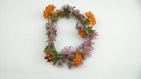 How to make a flower crown; 3 different ways. I have been wondering how to make a real one.