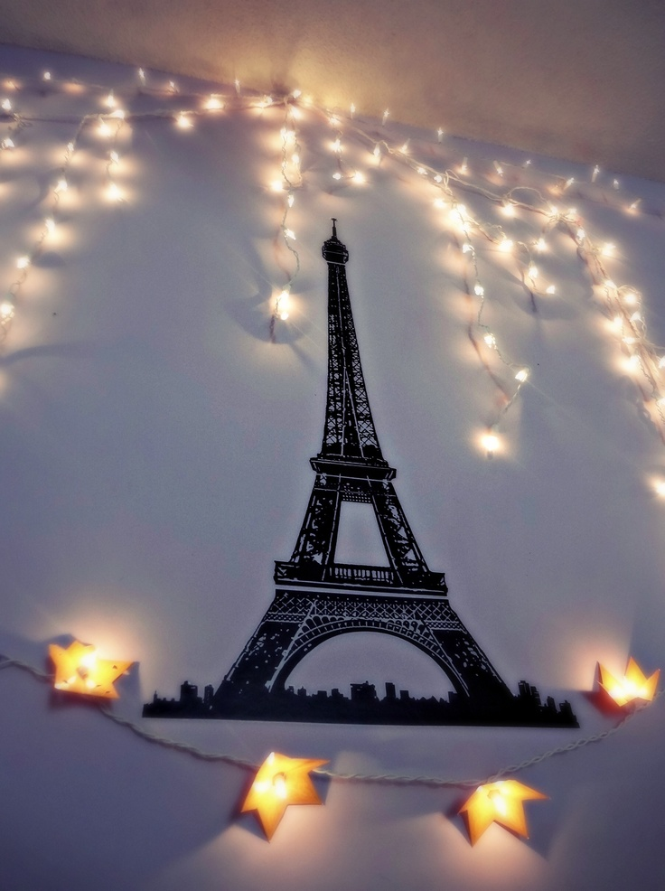 Eiffel tower and christmas lights on bedroom wall h o m e Pinterest Paris, Friends and Lights