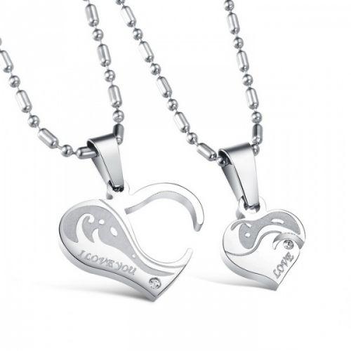 Romantisk smykke til dere begge, eller kanskje en gave til en god venn. Begge anhengene på bildet + 2 kjeder følger med. #parkjede #parsmykke #delbaresmykker #kjærestesmykke #kjærlighet #hjerte #smykkertilpar #zendesign