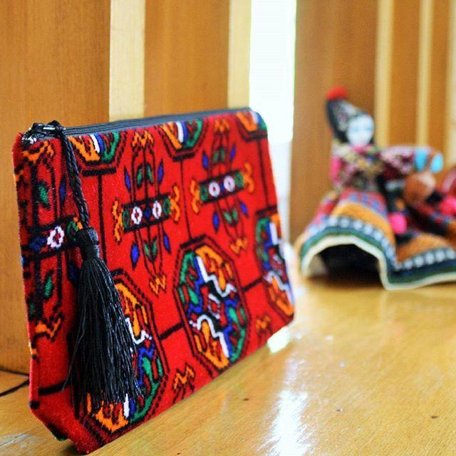 Yeni güzeller geldi!  #anatoliangirls #fromanatolia #clutch #elçantası #çanta #bag #gece #etnik #bohemian #bohemebags #bohemianfashion #boho #bohochic #styleinspiration #autumn #blog #blogger #bloggerfashion #instapic #bloggerlife #bloggergirl #designer #fashioninsta #moda #kırmızı #sonbahar #kapıda