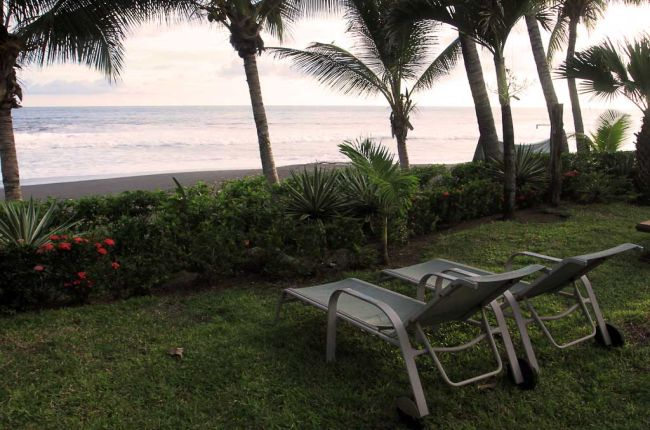 backyard hotel hermosa deckchairs   - Costa Rica