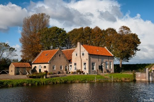 Dirksland SAS, hier wonen vrienden van ons, mooi plekje