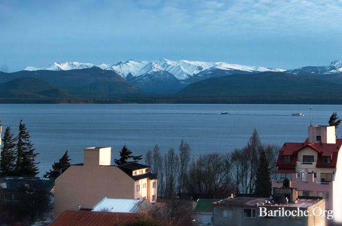 Martes 03 de Septiembre, la foto de la Semana hoy tempranito. Embarcaciones lago Nahuel Huapi! Mira todas las fotos de la Semana: http://www.bariloche.org/galerias/2010/05/406/fotografia_de_la_semana/