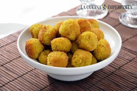 Le polpette di quinoa sono un secondo piatto buono e sano. Le polpette di quinoa sono perfette anche per chi segue una dieta vegetariana o vegana.