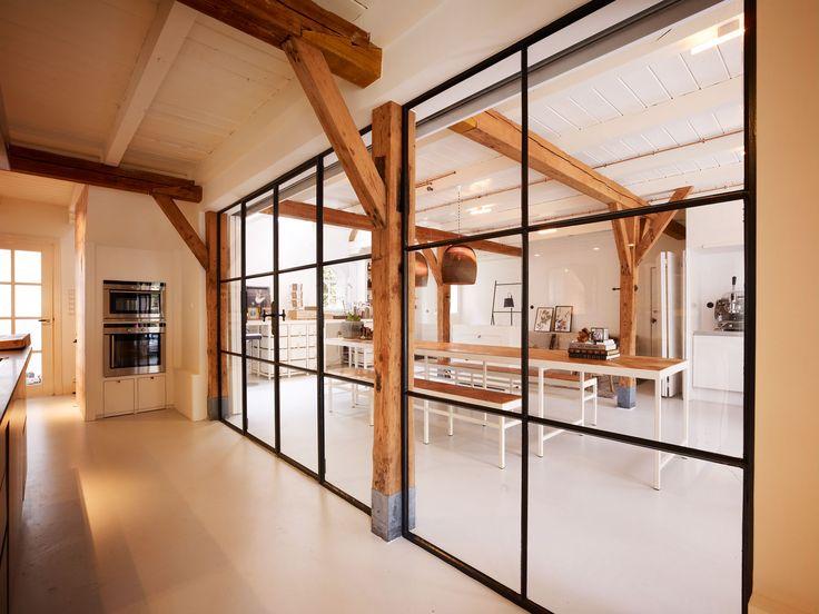 Inspiratie beeld stalen deur met authentieke uitstraling. Interesse in stalen deuren op maat www.molitli-interieurmakers.nl
