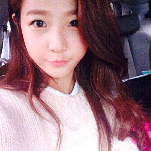 Kim Sae Ron is also like me! Taking selca inside a car