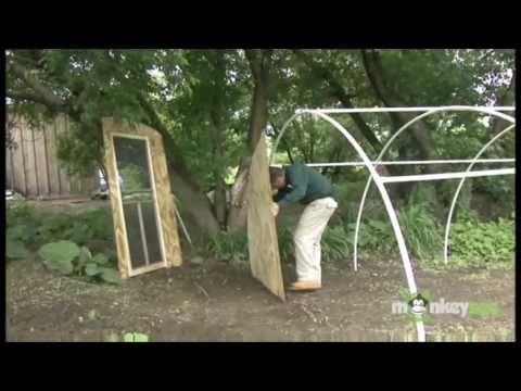 Construcci n de un invernadero casero de pvc youtube for Invernadero en casa