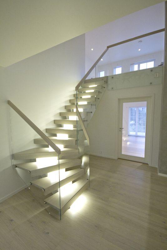 Midtvangetrapp med LED