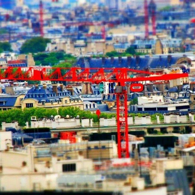 tilt shift paris (#series) the red crane #crane #red #postprocessing #parisjetaime #effect #snapseed #tiltshift #tiltshiftparisseries #postprocessing #miniature #selectivefocus #tiltshiftparis