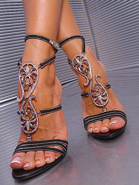 I love shoes that bridge the gap between footwear and jewelry! #Shoewelry