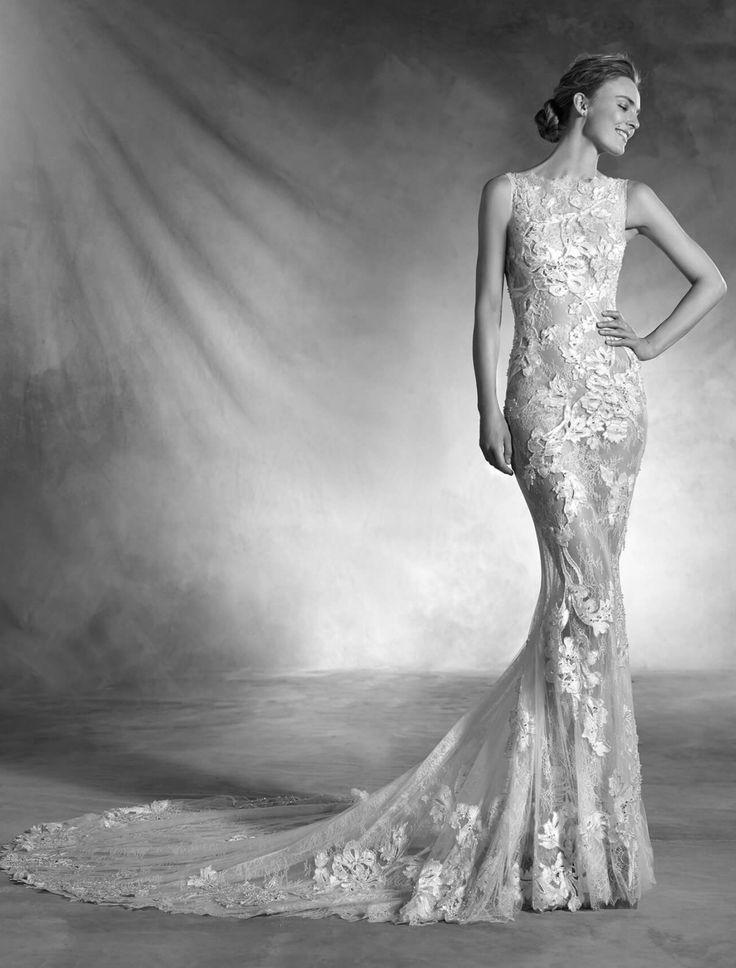 """Atelier Pronovias Putine rochii au personalitatea acestui model sirena din tul si dantela, cu aplicatii superbe din pietre si broderie. O rochie de mireasa cu talie joasa si decolteu barcuta, care invaluie silueta pentru a crea un efect delicat """"a doua piele""""."""