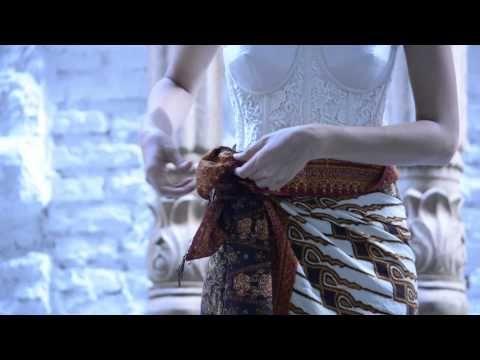 Tutorial Memakai Kain Batik Sebagai Rok Draperi Padanan Kebaya - YouTube