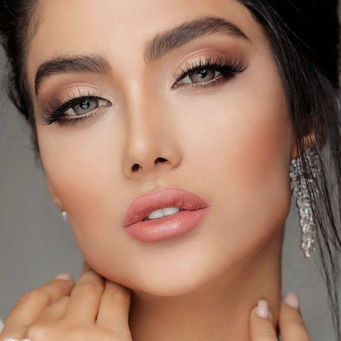 Maquillaje En Tonos Naturales Y Una Piel Radiante Una Combinacion Que Nunca Falla Makeup Makeuplook Naturalmakeup Nose Ring Makeup Makeup Artist
