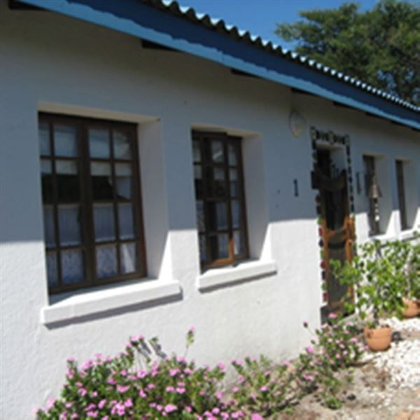 Duinerosie - Old World charm in a rustic setting in Dwarskersbos.   Dressed in shades of blue and white, this well-equipped cottage offers accommodation by the seaside for up to six guests in a private position.   Two ... #weekendgetaways #dwarskersbos #southafrica