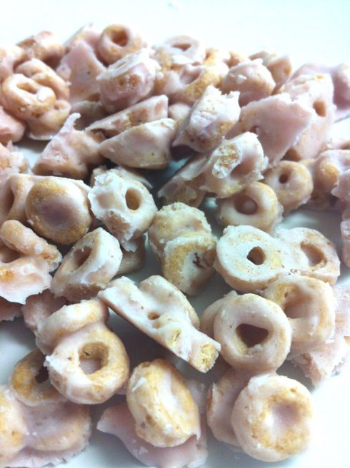 Yogurt covered cheerios - It's such an easy and healthy snack for the little ones! Not to mention fun to eat cause they're cold.