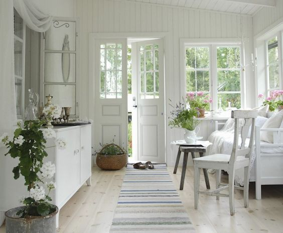 ~Magical Home Inspirations~ — What a lovely sun room. BeeldigBeeld