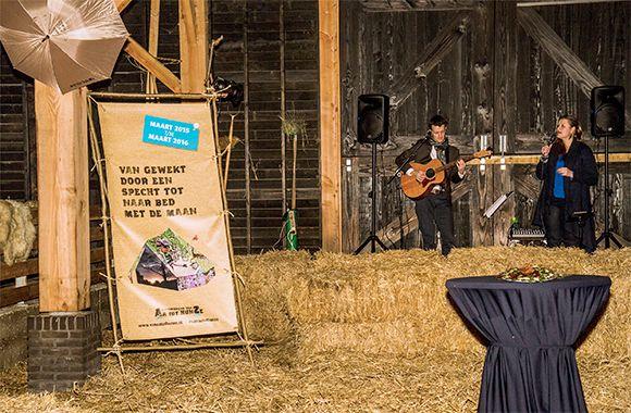 Optreden met Jelmer Toering op Nieuwjaarsborrel van de gemeente Aa en Hunze in de prachtige schaapskooi van Balloo