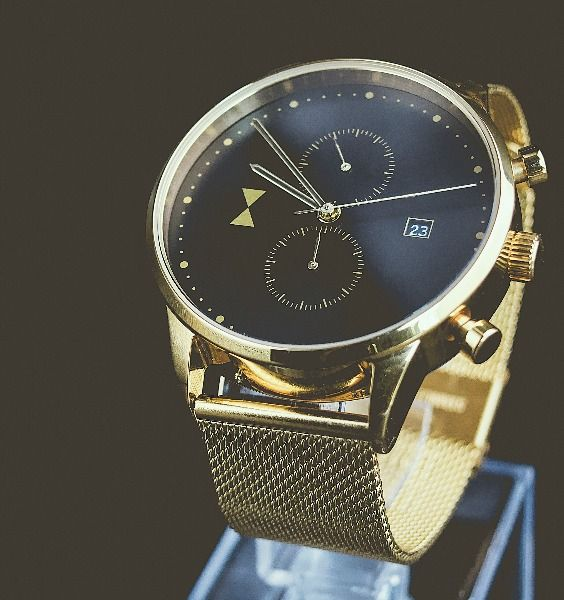 Men's watches. Gold chronograph