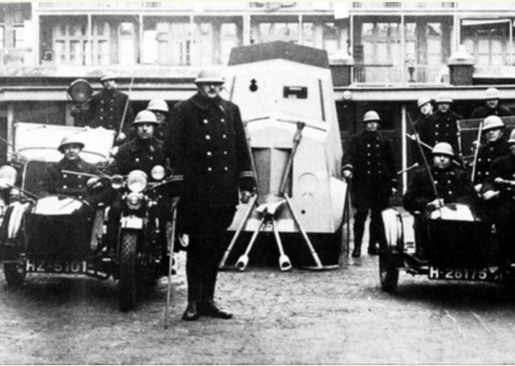 Rotterdam - Politie Crooswijk Panserwagen 1934