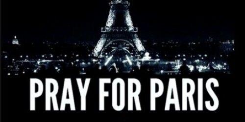 Hommage à toute les victimes hier ce #Vendredi13 à #Paris #PrayForParis