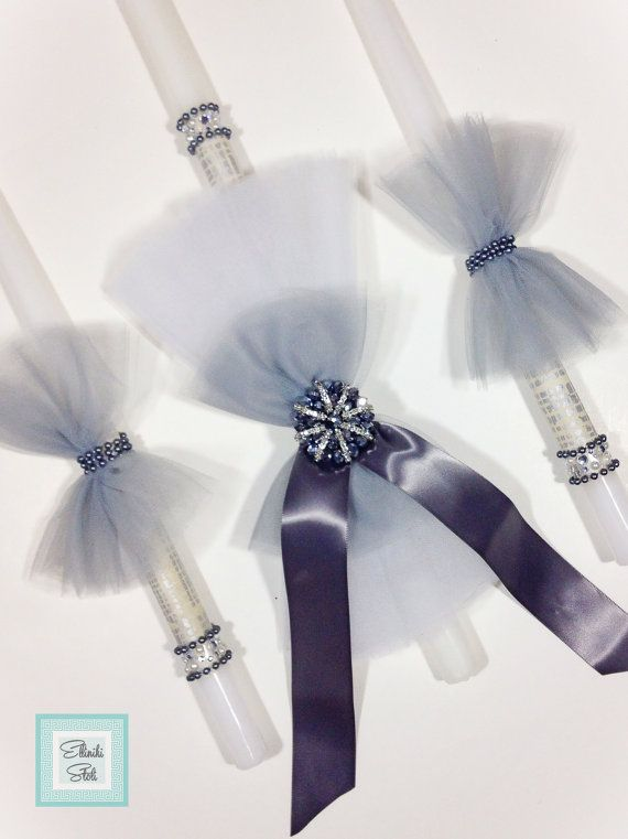 This set of 3 candles features: ~ One white candle (choose size: 24 x 7/8 or 25 x 1-1/4) ~ Wrapped with a silver print. Its accented with white and grey tulle, beading and gems. ~ Two 18 white candles are covered in a silver print and feature grey tulle with beading and gems. Martyrika https://www.etsy.com/shop/EllinikiStoli?section_id=16991215&ref=shopsection_leftnav_7 Our candles are meticulously packaged with bubble wrap and paper to ensure the ...