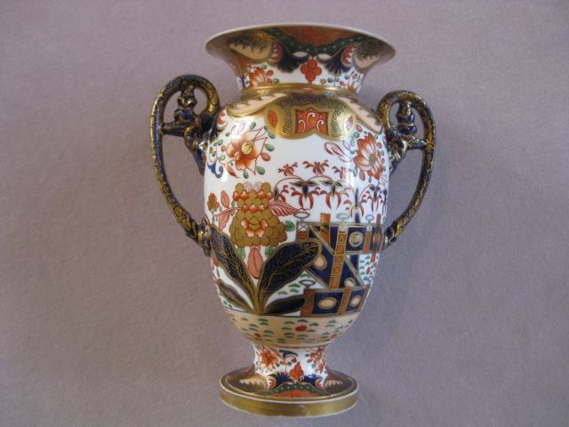 """A fine quality Spode  """"new French shape """"vase decorated in the popular pattern 967. Marked Spode 967 in red Circa 1806  Height 7 1/2"""""""