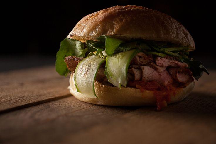 Sandwich garni porc et matbucha | Recettes | Signé M | Émission TVA