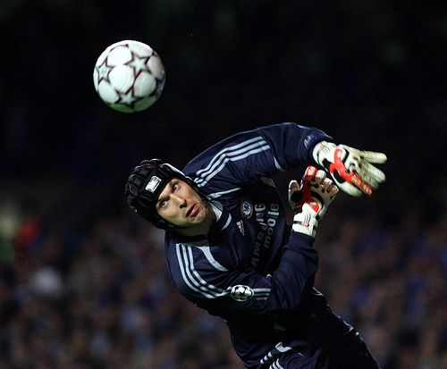London, England - Wednesday, April 11, 2007: Chelsea's Peter Cech in action against Liverpool during the UEFA Champions League Semi-Final 1st Leg at Stamford Bridge. (Pic by Chris Ratcliffe/Propaganda)   The planet most complete on-line casino. - http://www.playdoit.com/