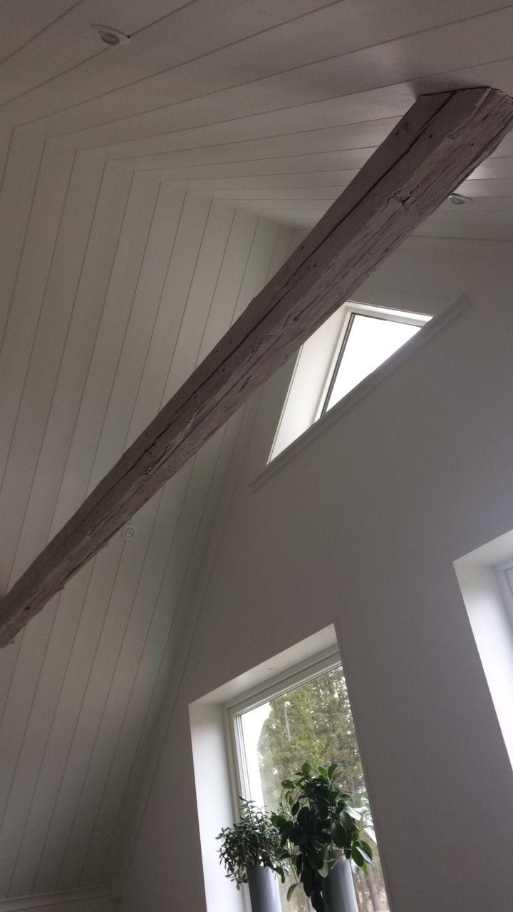 Vårat sovrum, högt i tak,