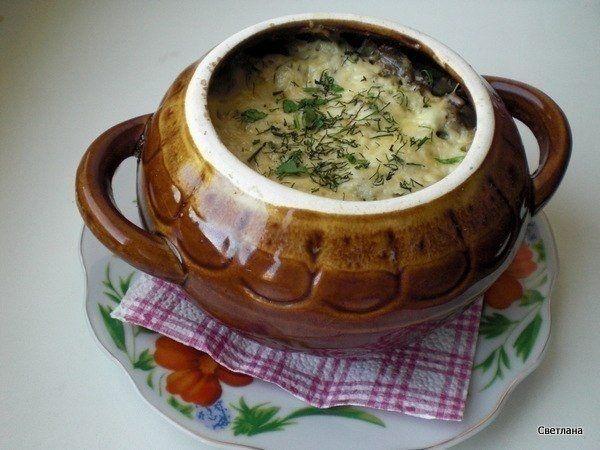Фото к рецепту: Фрикадельки с картошкой и грибами под сыром.