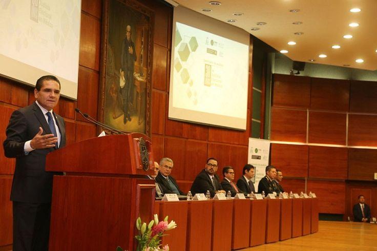La democracia es la única forma de encauzar nuestra vida como sociedad, afirmó el gobernador de Michoacán, Silvano Aureoles, en el marco de la inauguración del evento que es organizado ...