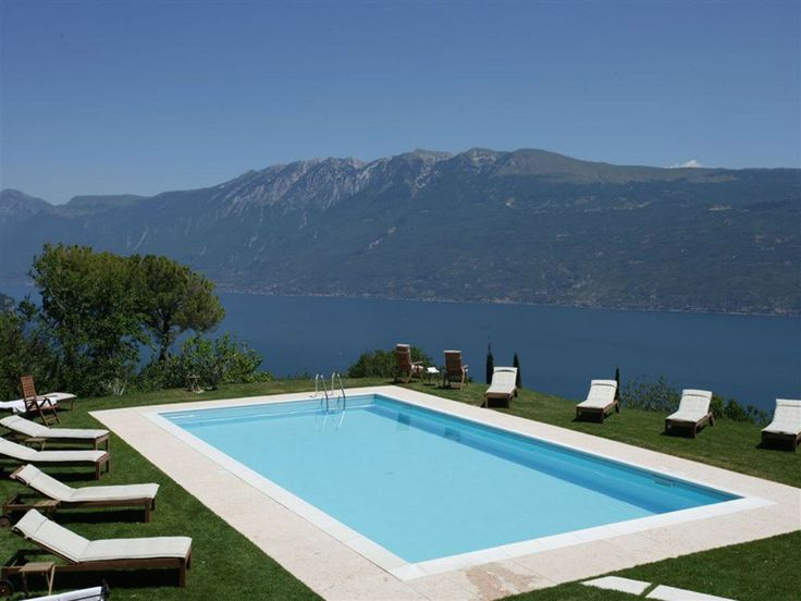 A fabulous #business #travel in #Italy with an amazing #swiming #pool? Boutique Hotel Villa Sostaga - #lake #Garda