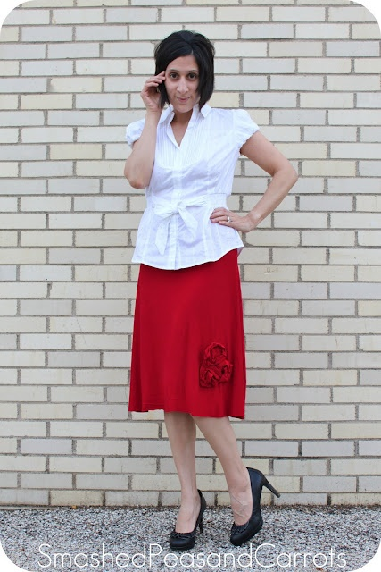 coming up roses skirt tutorial: Skirts Tutorials, Guest Maggie, Diy Sewing, Sewing Projects, Clothing Diy, Rose Skirts, Diy Clothing, Smash Peas, Navy Skirts