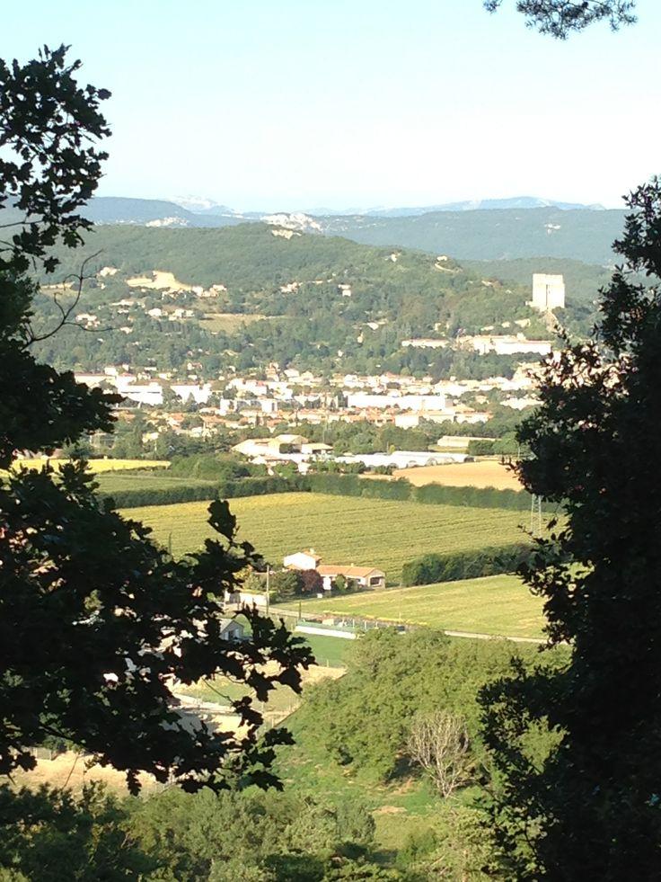 #bbbwbl Favoriete moment van de dag: Als ik mijn hond uitlaat en ik kom bij het doorkijkje over de vallei van de Drôme richting de Donjon van Crest . Daarachter de bergen van de Vercors, een van de grootste natuurparken van Frankrijk.